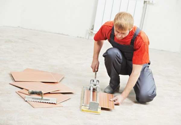 Работа с плиткорезом