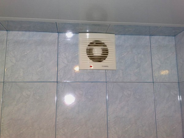 Вентилятор на вытяжку в ванной