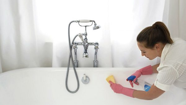 Чистка ванны специальным чистящим средством