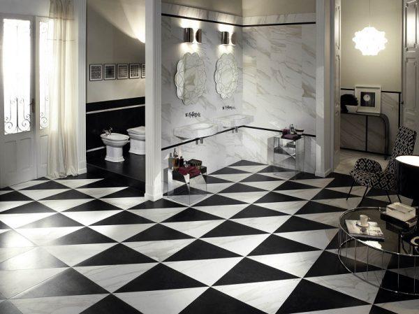 Сочетание черного и белого оттенков мраморной плитки
