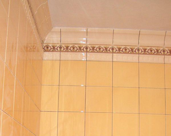 Законченная облицовка стен плиткой