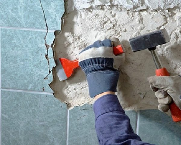 Полный демонтаж плитки зубилом,без сохранения целостности плитки