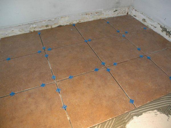 Уложенная плитка на листах ГВЛ, скрепленная плиточным клеем