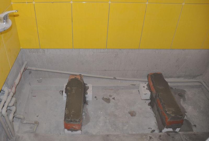 Установка ванны своими руками на кирпич