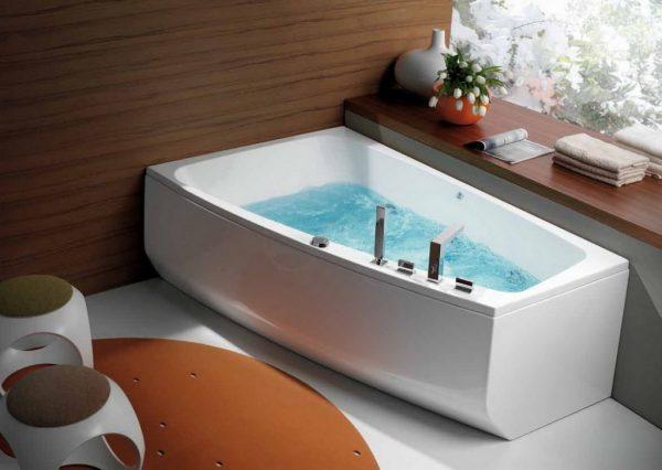 Угловая ассиметричная ванна