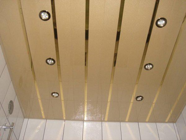Потолок с открытыми рейками