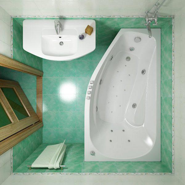 Акриловая ванна в небольшой ванной комнате