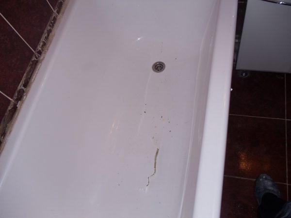 Трещина в ванне