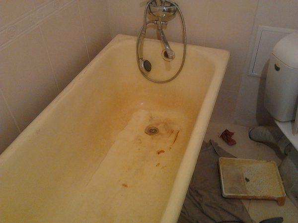 Желтизна в ванне