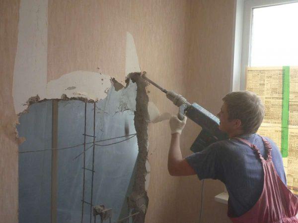 Демонтаж стены перфоратором