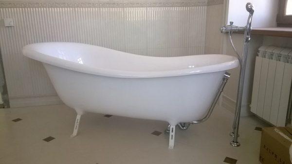 Установка ванны на ножки