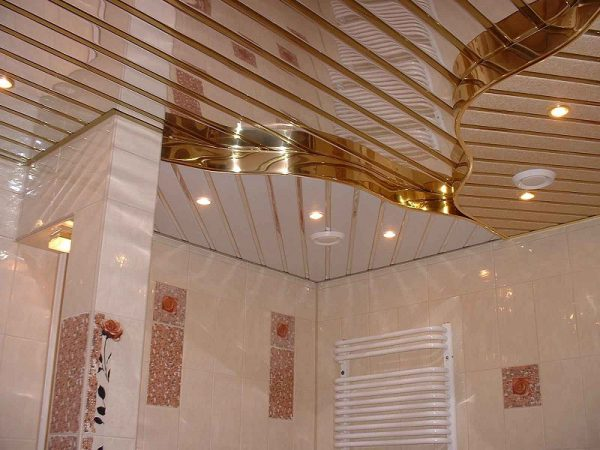 Badkamer Plafond Aluminium : Aluminium panelen op het plafond