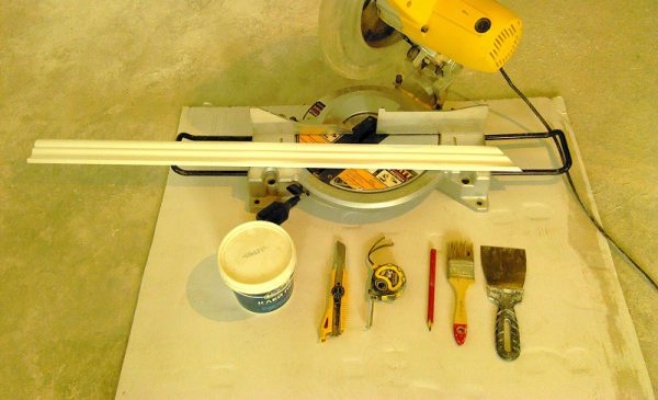Инструменты для монтажа плинтуса