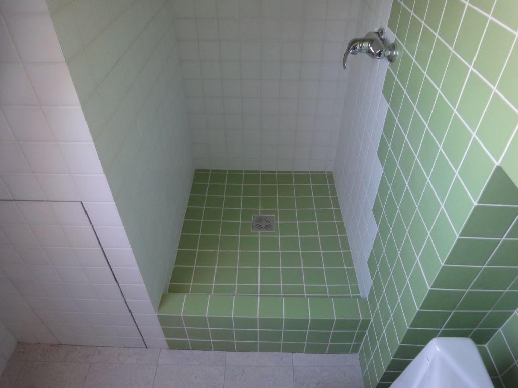 Как сделать кабинку в ванной своими 457