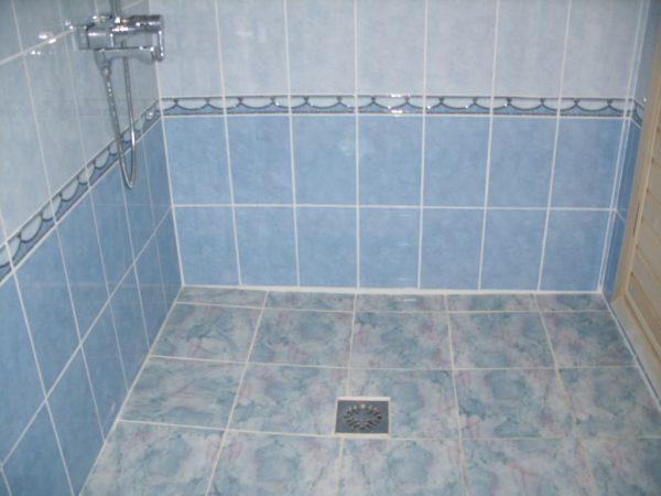 Душевая комната из керамической плитки