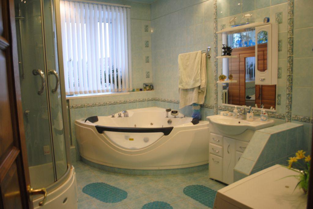 Ванная комната с окном дизайн 6 квм