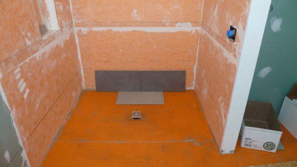 Гидроизоляция и укладка плитки в деревянном доме