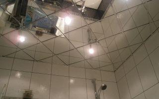 Зеркальный потолок в ванной — виды и особенности
