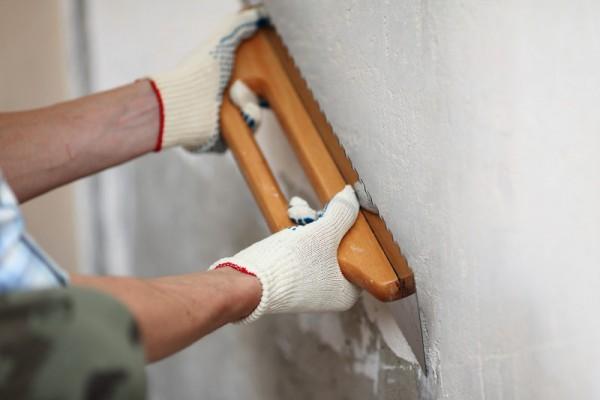 Как и чем выровнять стены в ванной комнате под плитку — пошаговое видео и фото