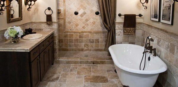 Мрамор в небольшой ванной комнате