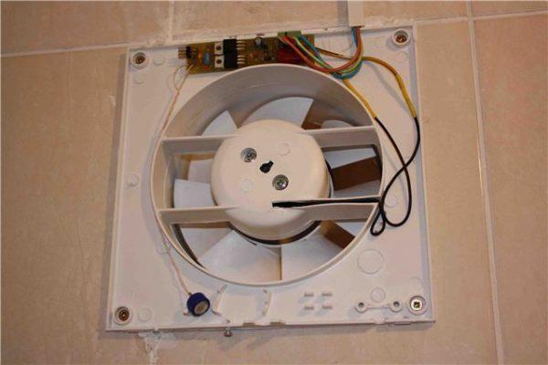 Зафиксированный вентилятор