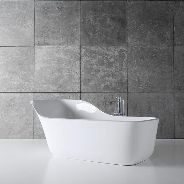 Полулежачая ванна