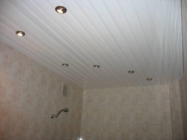 Потолок с закрытыми рейками