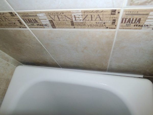 Зазор между ванной и плиткой