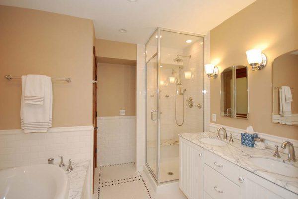 Оттенки ванной комнаты близки
