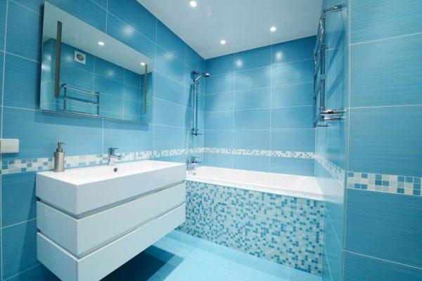 Ванна в голубых тонах
