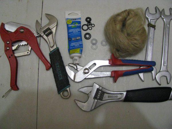 Инструменты для замены прокладки в смесителе