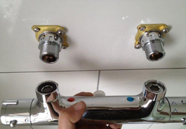 Установка смесителя с уплотнителями
