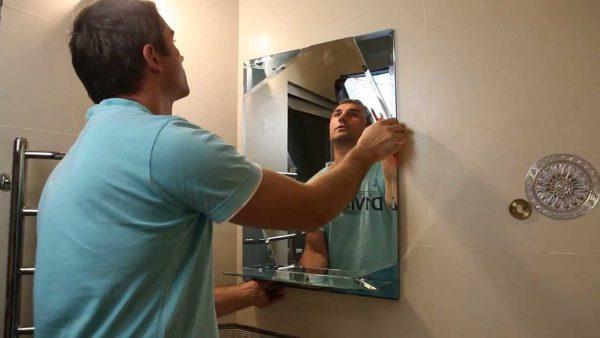 Как наклеить зеркало на жидкие гвозди