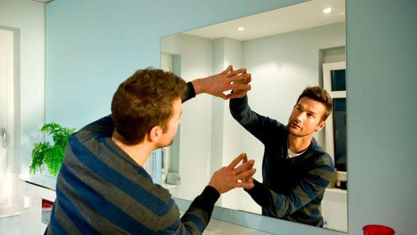 Как приклеить зеркало на стену жидкими гвоздями