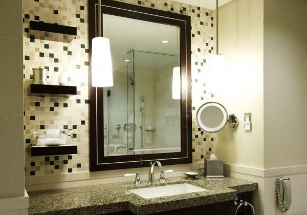 Освещение умывальника и зеркала в ванной комнате